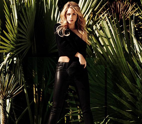 AJ Brand új nadrágja remekül kiemeli az énekesnő alakját.
