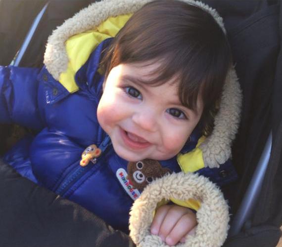 A gyermekéről készült fotókkal elárasztotta a közösségi oldalait.