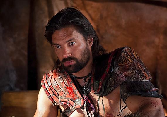 A Spartacus című sorozatban Crixus szerepét alakította. A gladiátorok kegyetlen világában ő volt az egyik rabszolga, aki a szabadságért harcolt. A szerephez hihetetlen állóképességre volt szüksége, ami még inkább megacélozta a színész fizikumát.