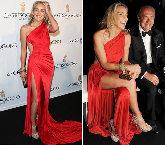 Az 55 éves színésznő nem riad vissza a merész ruháktól, a csípőig felsliccelt Cavalli kreációban is büszkén villogott.
