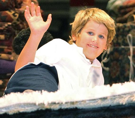Ő itt a tízéves Laird Vonne Stone, Sharon Stone középső fia. Láthatóan nem zavartatta magát a lesifotósok miatt.