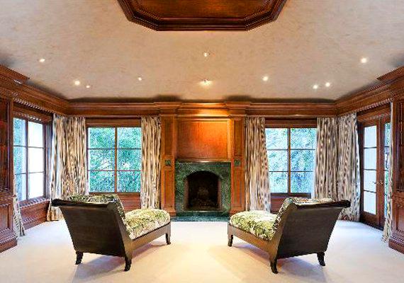 Sharon Stone külön lakosztályában egy kandallós pihenő, két fürdőszoba és két öltözőszoba is helyet kapott.