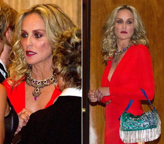 A szemhéjpúder színe kicsit merész volt, közelről már pandamackós hatást keltett a színésznő. Kritikusai szerint csak nem sikerült lemosnia a Broadway-fellépése után a színpadi sminket.