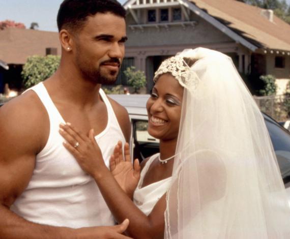 A rajongóknak nem kell aggódniuk, Shemar csupán a mozivásznon nősült meg: a Tesók című vígjátékban Susan Dalian vőlegényét alakította.