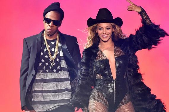 Sokáig pletykáltak arról, hogy Jay-Z megcsalta dögös feleségét, Beyoncét. Ez idáig tagadták a vádakat, azonban Beyoncé legújabb albumán egyértelművé tette, hogy férje félrelépett egy Becky névre hallgató leányzóval. A házasságuk megúszta az affért, valószínűleg közös kislányuknak köszönhetően.