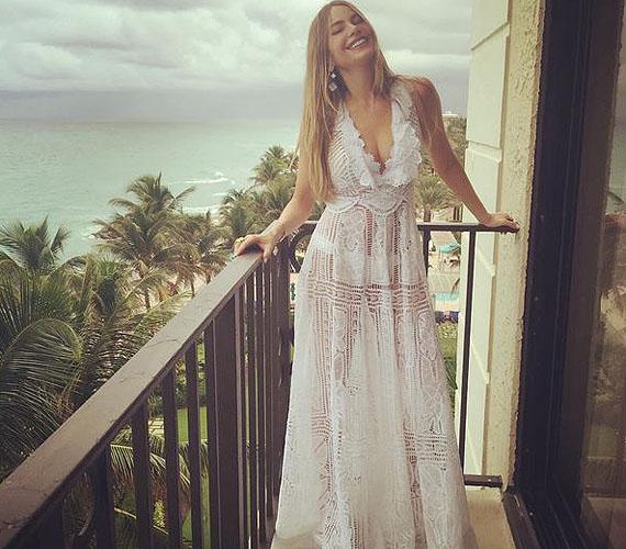 A pár és a meghívottak egy része már korábban a floridai hotelbe utazott, hogy részt vehessenek az előbulin, és pihenhessenek még a nagy nap előtt. Sofia a strandra is menyasszonyhoz illő ruhakölteményben ment, amit a Martha Medeiros Moda készített.