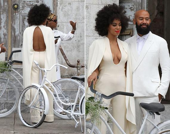 A menyasszony ruhája hátulról sem volt visszafogott, bár kétségkívül csinosan nézett ki benne.