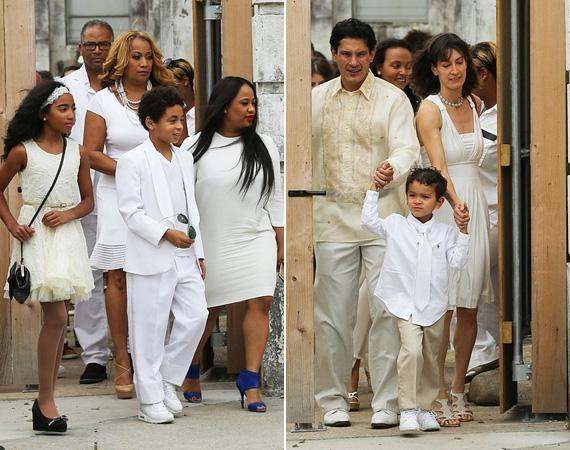 Solange-nak ez a második házassága, első férjétől született a ma már tízéves fia, Daniel, aki a bal oldali fotón látható. A vendégek láthatóan mind eleget tettek annak a kérésnek, hogy fehérben érkezzenek.