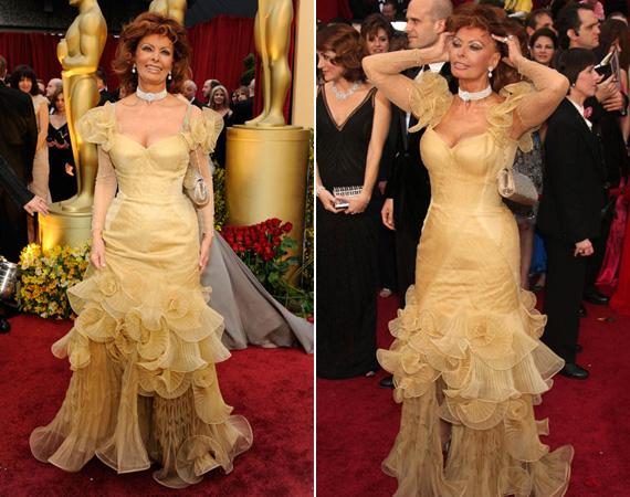 A 2009-es Oscar-gálán viselt halványsárga, fodros ruhája is kihangsúlyozta kerek csípőjét és dekoltázsát.