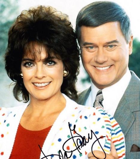 Samantha és Jockey - Dallas  A sorozatban eredeti nevén Sue Ellenként szereplő feleség hosszú ideig képtelen teherbe esni, így Jockey gyakran keres vigaszt más nőknél. Később az egyre erősebb egyéniséggé váló Samanthával fokozatosan elhidegülnek egymástól.  Kapcsolódó cikk:  70 feles is dögös Linda Gray, a Dallas egykori Samanthája »