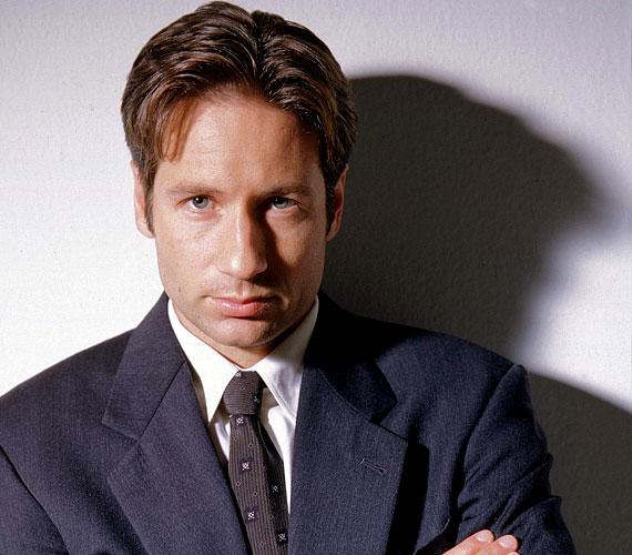 Az X-akták alkotói nagyon kreatívak voltak: Mulder ügynököt a földönkívüliek elrabolták, majd sorsára hagyták egy mezőn. Később élve eltemették, de három nap múlva kiásták, és egy ufóvírussal kezelték.