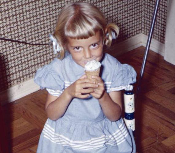 A színésznő nemrégiben gyerekkori fotóját osztotta meg.