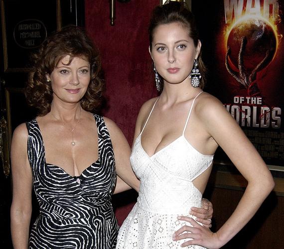 Követte édesanyját a színészi pályán, de eddig leginkább epizódszerepekben tűnt fel, például a Jóbarátok és az Így jártam anyátokkal című sorozatokban.