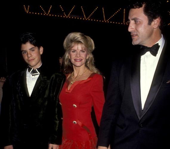 Sage szülei társaságában. Édesanyja Sasha Czack fotós és forgatókönyvíró, aki Sylvester Stallone első felesége volt 1976-85 között.