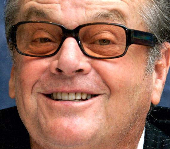 Jack Nicholson 37 éves koráig nem tudta, hogy a nővére igazából az anyja. Nagyszüleit hitte szülőknek, akik próbálták eltitkolni a világ elől lányuk zűrös életét és terhességét.