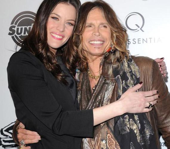 Liv Tyler tízéves koráig nem tudta, hogy Steven Tyler az apja, a hasonlóságot egy koncerten fedezte fel saját maga és az Aerosmith énekese között, aminek következtében édesanyja elárulta neki az igazat.