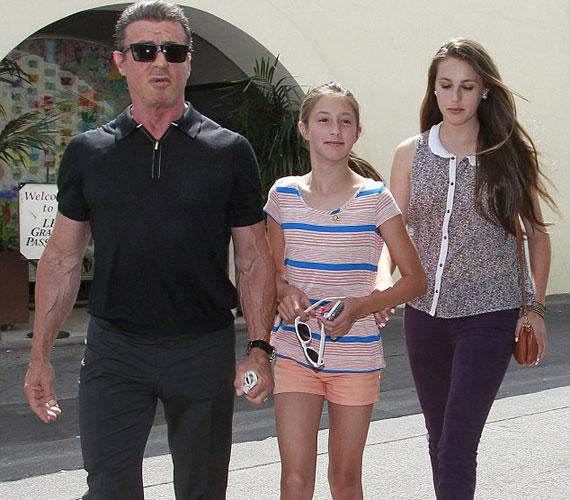 Szombat délután Sylvester Stalllone ebédelni vitte a 11 éves Scarletet és a 14 éves Sistine-t.