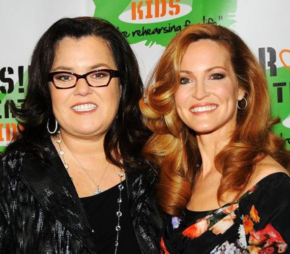 Rosie O'Donnell februárban hozta nyilvánosságra, hogy el akar váni három év házasság után partnerétől, Michelle Roundtól, és már a válási papírokat is beadta. Két éves adoptált kislányukat azonban közösen szeretnék felnevelni.