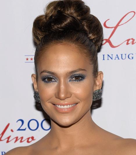 Jennifer LopezA színész-énekesnő mindig is a nyilvánosság előtt élte kapcsolatait, és sokáig úgy tűnt, Marc Anthony zenész mellett sikerült megállapodnia. J.Lo 2008 februárjában, 39 évesen ikreknek adott életet, ám a gyerekek sem tudták megmenteni házasságukat, 2011 nyarán jelentették be, hogy válnak.Kapcsolódó címke:Jennifer Lopez »