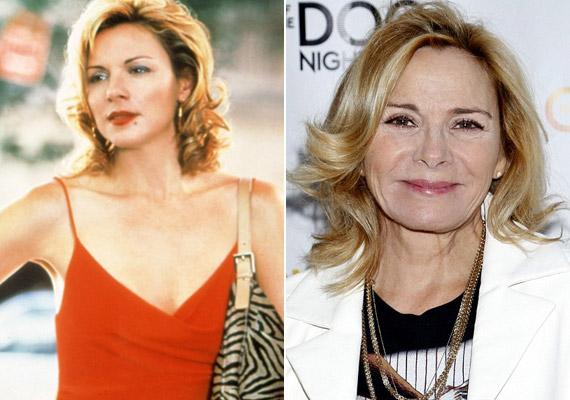 Kim Cattrall most már 58 éves, és még mindig remekül néz ki. A színésznő gyakran nyilatkozta, hogy a nemi életét teljesen tönkretette a sorozat, mert azóta a férfiak szexrobotnak nézik.