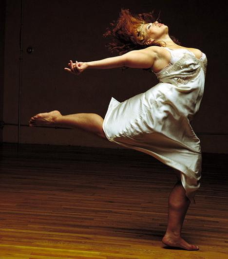 Alexandra Beller                         A vörös démon a tipikus példa arra, hogy még a tánchoz sem kell nádszálkarcsúnak lenni. Az Alexandra Beller Dances keretén belül nemcsak oktatják a táncot, de a társulat tagjai rendszeresen vállalnak fellépéseket is. A táncdiplomával rendelkező alapító hölgy korábban Amerikán kívül több mint 50 ország színpadán mutatta meg tehetségét.