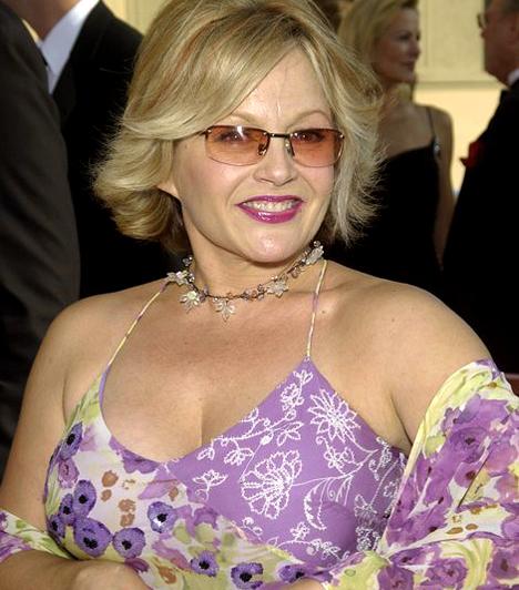 Charlene Tilton  Az 1958-as színésznő manapság nem sok vizet zavar Hollywoodban. A rajongóknak úgyis örökre Lucy Ewing marad a Dallas-ból, aki buja dekoltázsával az őrületbe kergette a pasikat.  Kapcsolódó cikk: Fotók! A Dallas Lucyje, Charlene Tilton vagány lányával jelent meg a gálán »