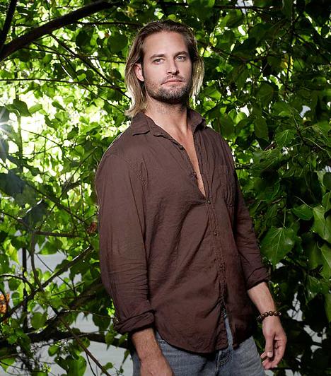 Josh HollowayA szőke színésznek a Lost sármos rosszfiúja, Sawyer szerepe hozta el a világhírt, no, és persze a rajongó hölgyek szűnni nem akaró áradatát. Pedig a szívtipró már nős, sőt, egy kicsi gyerkőc boldog apukája.