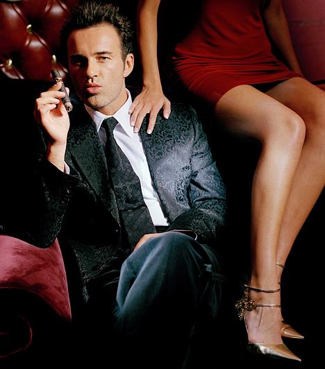 Julian McMahon  Az ausztrál színész kilencvenes években a Pszichozsaruban játszott, majd 57 epizódon keresztül a vonzó Cole Turner démonbőrébe bújt a Bűbájos boszorkák kedvéért. 2003-tól a nőcsábász plasztikai sebészt, Dr. Christian Troyt alakítja utánozhatatlanul a Kés/alatt című szériában.Kapcsolódó cikk: Nem szégyenlősködött! Felső nélkül kapták lencsevégre a sorozatsztárt »