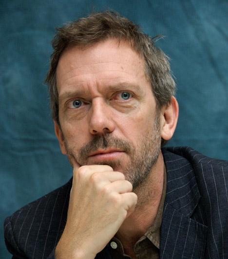 Hugh Laurie  Az 53 éves Hugh Laurie, azaz Dr. House csak a tévében tűnik mogorva, zsémbes embernek, a való életben nagyon is boldog. Feleségével, akivel már 13 éve házasok, három gyermeket nevelnek.  Kapcsolódó cikk: Mindenki megdöbbent! Tinibálvánnyal jött össze a TV2 sztárja