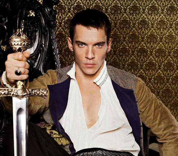 Jonathan Rhys Meyers a Tudorok VIII. Henrikjeként ellenszenves karaktert formál meg.