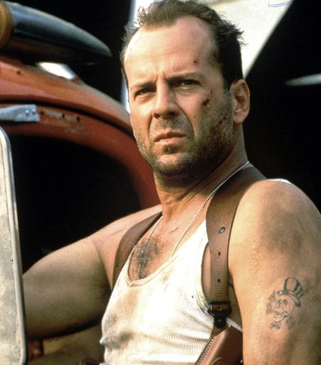 Bruce Willis  Az érző lelkű, ám rettenthetetlen John McClanea nyolcvanas-kilencvenes években még koszos trikóban is a nők első számú kedvencévé vált. Bár jobbára azóta is hasonló karaktereket alakít, a rajongók máig kedvelik. A Demi Moore-ral kötött házassága után a háromlányos apára ismét rátalált a szerelem Emma Heming személyében, aki 2009 óta a neje.