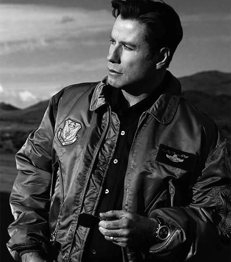 John Travolta  A színész 1977-es Szombat esti lázban még csak táncolt, az egy évvel későbbi Grease-ben már énekelt is. Unalmas szerepek után az 1994-es Ponyvaregény bérgyilkosaként tért vissza zseniálisan, de nem kevés kilóval szaporodva. Azóta többnyire az őrület határán lévő rosszfiúkat jelenít meg a vásznon.  Kapcsolódó sztárlexikon: Ilyen volt, ilyen lett: John Travolta »