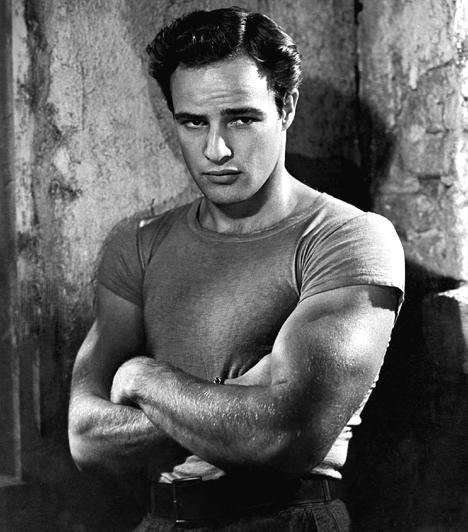 Marlon Brando (1924-2004)  Bár hatalmasra hízva és magányosan halt meg, sosem lehet feledni azt a piszkosul vonzó, átható tekintetű macsót, mint amilyen Az 1951-es Vágy villamosában is volt. A zseniális, két Oscarral díjazott színész a hatvanas évek bevételi kudarcai után a Coppola-féle Keresztapában született újjá. Don Corleonéja ikonikussá vált.