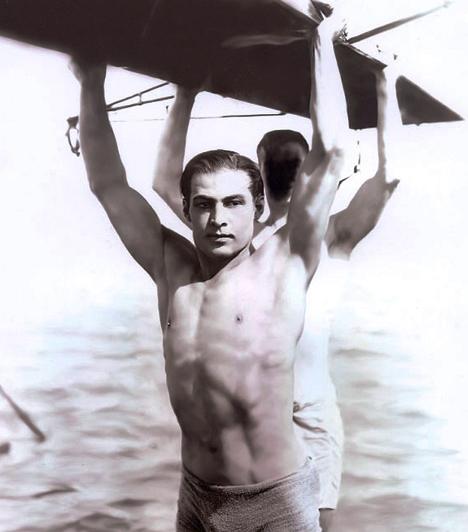 Rudolph Valentino (1895-1926)  A filmtörténet első szexszimbólumának tartott színészről rengeteg legenda kering. Bár nemcsak a vásznon, de a magánéletben is a latin szeretőt játszotta, az sem kizárt, hogy a saját neméhez vonzódott. Az 1921-es Sejk izzó szemű amorózóját 31 évesen érte a halál, amit feltehetően kábítószer miatti gyomorfekély okozott.