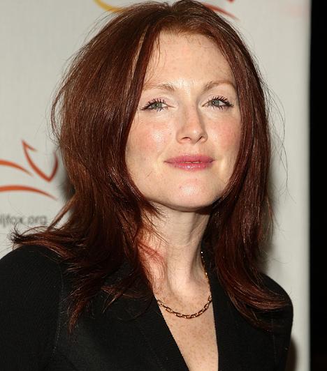 Julianne Moore  A vörös hajjal és szeplősen is szexi Julianne Moore a nyolcvanas években kezdte filmes karrierjét. Ekkor még epizódszerepeket kapott, de a kilencvenes évekre már olyan sikermozikban bukkant fel, mint A kéz, amely a bölcsőt ringatja, A szökevény vagy a Bérgyilkosok - népszerűsége pedig azóta töretlen. Bart Freundlich rendezőhöz 2003-ban ment hozzá, két gyermekük van.