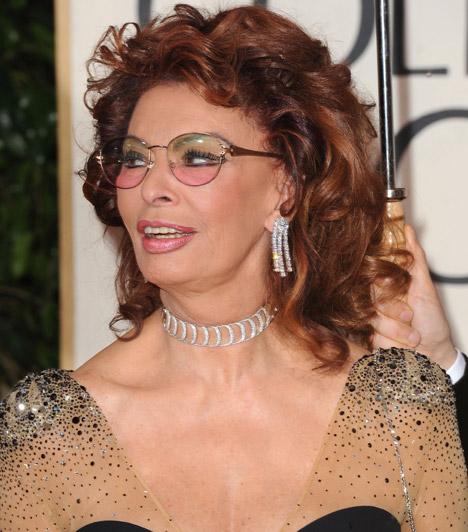 Sophia Loren  Az olasz színésznő nevét még napjainkban is a világ legnagyobb szexszimbólumai között emlegetik, pedig 2014-ben 80. születésnapját ünnepelheti.  Kapcsolódó cikk: Te gondolnád, hogy 79 éves? Még mindig bombázó Sophia Loren