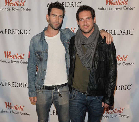 Adam Levin egyetlen testvérét Michaelnek hívják. Michael nehéz időszakot élt át, amikor nem merte bevallani, hogy meleg, ám Adam mindenben támogatta. Hát nem cuki?
