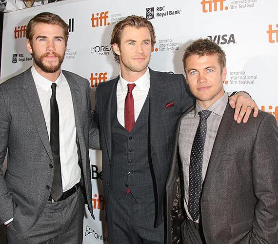 A Hemsworth testvérek közül már mindenki jól ismeri Christ és Liamet, azonban van egy harmadik testvér is, akit Luke-nak hívnak, és Ausztráliában próbál színészként befutni. Igazán helyesek együtt!