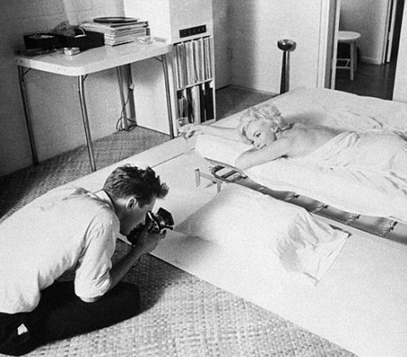 Marilyn Monroe híres ágyban fekvős sorozata is neki köszönhető: a fotók 1961-ben készültek, a Look magazin 25. jubileumi számához. A színésznő három órát késett a fotózásról, de amikor megjött, kacarászott és viccelődött, hogy elűzze a fiatal fotós zavarát. Aztán egy pillanatra eltűnt, és amikor visszatért, nem volt rajta más, csak a lepedő a meztelen teste köré tekerve. Kirklandot teljesen lenyűgözte, ahogy a kamerával bánt, állítása szerint nehéz volt rossz fotót készíteni róla. Végül a képek ikonikussá váltak, olyannyira, hogy később Kirkland több sztárral is újrafotózta hasonló pózban és hajjal, egyebek közt Angelina Jolie-val is.