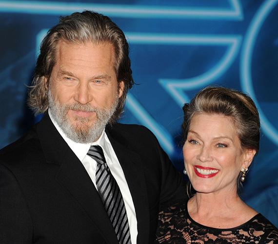 Jeff Bridges az 1974-es Rancho Deluxe forgatásán találkozott Susan Geston pincérnővel, aki először elutasította az akkor 25 éves színész közeledését, ám - mivel a férfi kitartóan udvarolt neki - végül belement a randevúba. Egymásba szerettek, majd Bridges három évvel később meg is kérte szerelme kezét. Még ugyanabban az évben összeházasodtak a saját házuk kertjében. 1977 óta három gyermekük született: Isabelle Annie, Jessica Lily és Hayley Roselouise.
