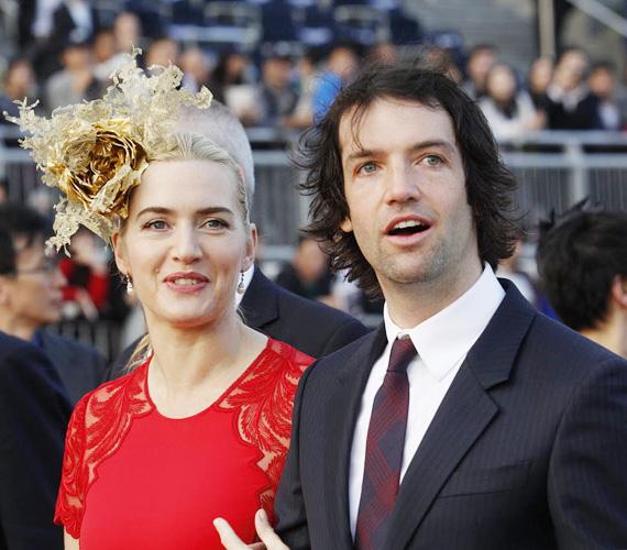 Kate Winslet és párja, Ned Rocknroll - aki Richard Branson milliárdos unokaöccse - 2012 decemberében mondták ki titokban a boldogító igent. Csak néhány barátjuk és családtagjuk volt jelen, állítólag a szüleiknek nem is szóltak a frigyről. Közös gyermekük, Bear Blaze Winslet 2013 decemberében született meg.