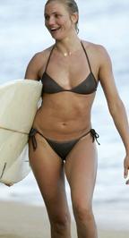 Cameron szörfözik