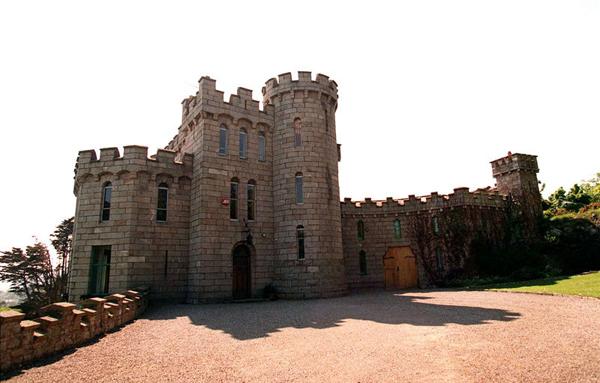 Enya kastélya