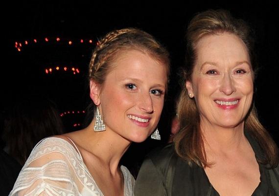 Meryl Streep és Mamie GummerEgy szerencsés forgatókönyvnek köszönhetően Meryl Streep közös filmet forgat a lányával, amelyben az Oscar-díjas színésznő egy öregedő rocksztárt alakít. Szerepe szerint nem túl jó a viszonya a családjával, főleg a színpadnak él. A valóságban ez a sorrend éppen az ellenkezője, Meryl híresen családcentrikus. Ha lánya a szépségen túl a tehetséget is örökölte, újabb csillag lehet feltűnőben.