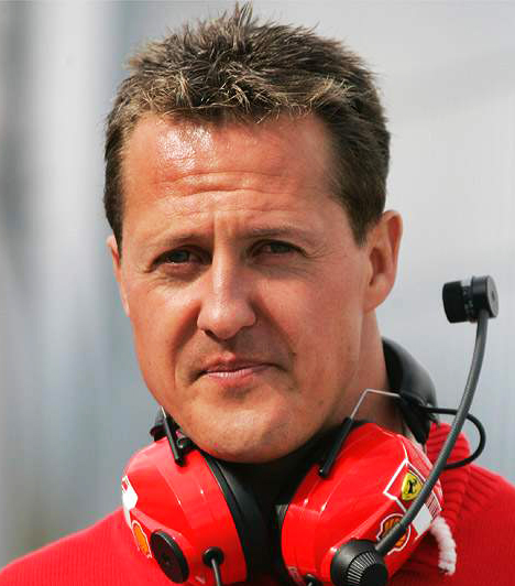 Michael Schumacher                         A Forma 1-es pilóta 2013. december 29-én szenvedett síbalesetet. Olyan súlyos fejsérülései lettek, hogy mesterséges kómába helyezték. Orvosai három hét után azt nyilatkozták, nincs sok esélye a felépülésre.                         Kapcsolódó cikk:                         Megerősítették: válságos állapotban van Michael Schumacher!