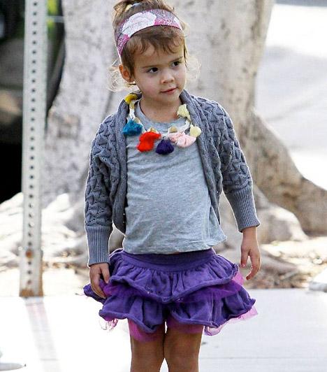 Honor Marie Warren  Az 1981-es születésű Jessica Alba tündéri kislánya, Honor Marie Warren 2008 júniusában látta meg a napvilágot. A csöppség nagyon hasonlít gyönyörű mamájára, aki 2011 nyarán adott életet második kislányának, Haven Garnernek.  Kapcsolódó cikk: Még csak 7 hetes! Jessica Alba gyönyörű kislányától te is elolvadsz »