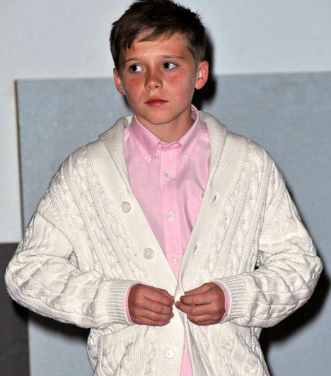 Brooklyn Joseph Beckham  Victoria Beckham legidősebb kisfia 1999-ben jött a világra. A Brooklyn nevet állítólag azért kapta, mert New York ezen városrészén fogant. A sztárpár három fia után egy kislánnyal bővült a család 2011-ben.  Kapcsolódó cikk: Te is elolvadsz tőle! Friss, közeli fotókon Victoria Beckham cuki kislánya »
