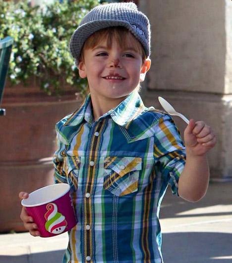 Sean Preston Federline  Britney Spears huncut mosolyú kisfia, Sean Preston Federline 2005 szeptemberében bújt ki a mama pocakjából, kisöccse egy évvel később jött a világra.