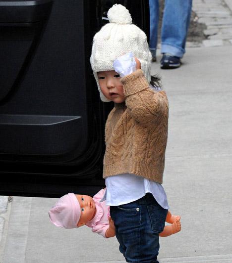 Naleigh Kelley  A mini eszkimóra emlékeztető tündérkét Katherine Heigl fogadta örökbe - a pici 2008 szeptemberében született. A színésznő és férje még egy gyereket szeretnének adoptálni.