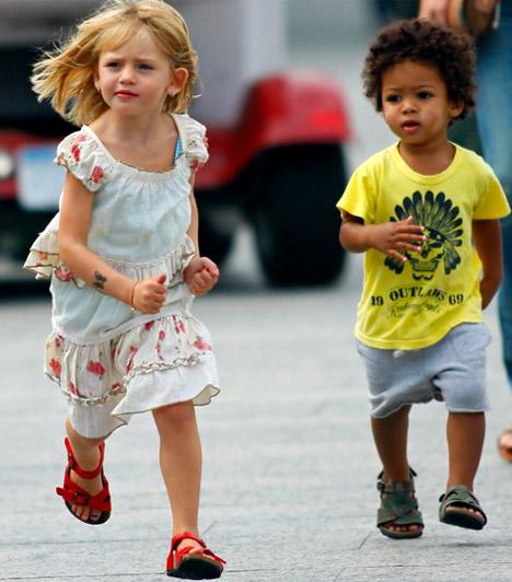 Helena Klum és Henry Gunther Ademola Dashtu Samuel  Heidi Klum szöszke kislánya 2004 májusában, cuki kisfia 2005 szeptemberében jött a világra - a gyönyörű modellnek még egy lánya és egy fia született.  Kapcsolódó címke: Heidi Klum »